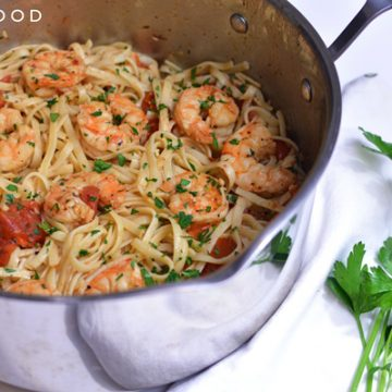 Shrimp scampi and linguine in a saucepan.