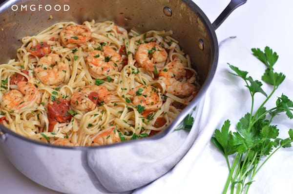 Shrimp scampi and linguine in a saucepan.