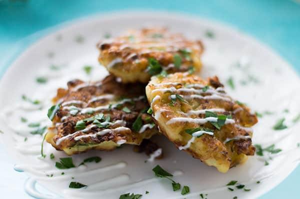Cauliflower Fritters (Kounoupidi Tiganites) | omgfood.com